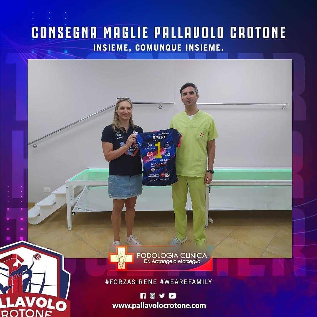 Consegna Maglia Pallavolo Femminile Crotone Serie B2